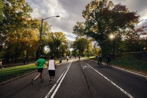 Joggen trägt - egal ob vor oder nach dem Job - zu einem besseren Wohlbefinden bei