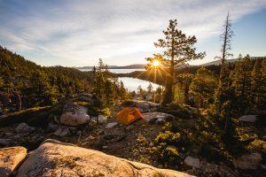 Ausflugstipp: Mit dem Zelt in die Berge fahren.